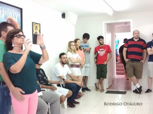 Pessoal acompanhando o lançamento da HQ Zinebox